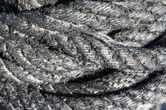 Fermez-vous vers le haut de la vue de la vieille corde de bateau, fond de texture de corde Photographie stock