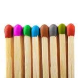 Fermez-vous vers le haut des allumettes de différentes couleurs image libre de droits