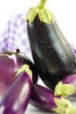 Fermez-vous vers le haut des aubergines Image libre de droits