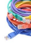 Fermez-vous vers le haut des câbles de réseau Photographie stock libre de droits