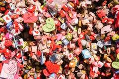 Fermez-vous vers le haut des clés de l'amour à la tour de N Séoul Photo stock