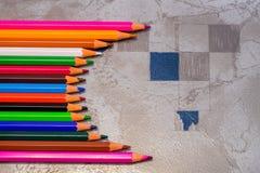 Fermez-vous vers le haut des crayons colorés Image libre de droits