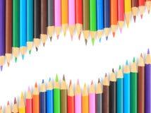 Fermez-vous vers le haut des crayons de couleur avec la couleur différente au-dessus du backgr blanc Photos stock
