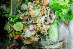 Fermez-vous vers le haut des déchets alimentaires images stock