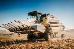 Fermez-vous vers le haut des détails de l'outillage industriel, des machines d'agriculture, de la moissonneuse et des outils photos stock