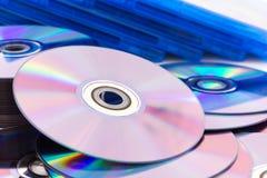Fermez-vous vers le haut des disques compacts (CD/DVD) Photographie stock