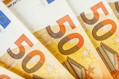Fermez-vous vers le haut des 50 factures d'euro Images libres de droits