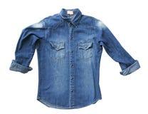 Fermez-vous vers le haut des jeans bleus de chemise de denim image stock