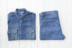 Fermez-vous vers le haut des jeans de denim Image libre de droits