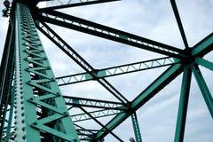 Fermez-vous vers le haut des poutres de pont de pont commémoratif photos stock