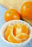 Fermez-vous vers le haut des sections de mandarine Photos stock