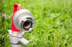 Fermez-vous vers le haut du bec de bouche d'incendie photos libres de droits