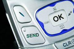 Fermez-vous vers le haut du bouton d'envoi d'un téléphone mobile Image libre de droits