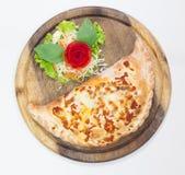 Fermez-vous vers le haut du calzone italien de pizza Image libre de droits