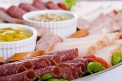 Fermez-vous vers le haut du champ de cablage à couches multiples de restauration de viande froide Photographie stock
