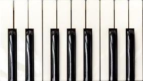 Fermez-vous vers le haut du clavier de piano photo stock
