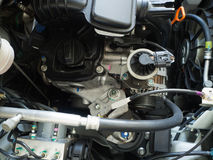 Fermez-vous vers le haut du détail du nouveau moteur de voiture Image stock