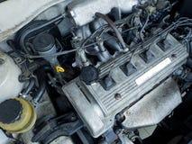 Fermez-vous vers le haut du détail du nouveau moteur de voiture Images libres de droits