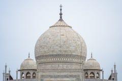 Fermez-vous vers le haut du dôme de Taj Mahal, Âgrâ, Inde photo stock