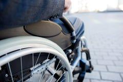 Fermez-vous vers le haut du fauteuil roulant pour des handicapés Photo libre de droits