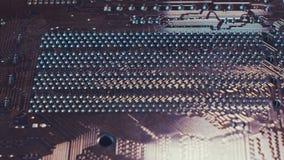 fermez-vous vers le haut du fond de technologie Bloc de circuit électronique sur la carte de circuit imprimé banque de vidéos