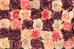 Fermez-vous vers le haut du fond rose d'imitation ou artificiel coloré de fleur image stock