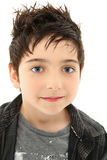 Fermez-vous vers le haut du garçon avec les yeux noisette Images libres de droits