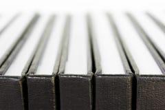 Fermez-vous vers le haut du livre à couverture dure noir Image stock