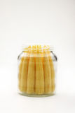 Fermez-vous vers le haut du maïs de chéri dans la bouteille. Image stock