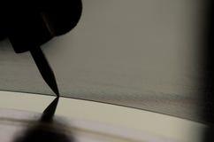 Fermez-vous vers le haut du macro disque vinyle d'aiguille Images libres de droits