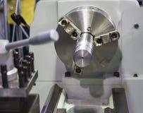 Fermez-vous vers le haut du mandrin d'une machine de tour Image stock