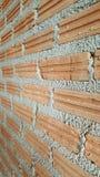 Fermez-vous vers le haut du mur de briques au chantier de construction Photo libre de droits