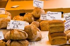 Fermez-vous vers le haut du pain organique Images stock