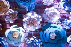 Fermez-vous vers le haut du papier de fleur fabriqué à la main photo stock