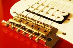 Fermez-vous vers le haut du pont en guitare Images libres de droits