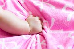 Fermez-vous vers le haut du portrait d'un bébé infantile mignon de Si-ngan (le bébé sont thre Photos stock