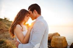 Fermez-vous vers le haut du portrait d'un beau ménage marié images libres de droits