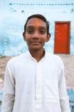 Fermez-vous vers le haut du portrait d'un garçon indien de village Images stock