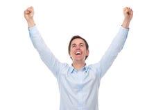 Fermez-vous vers le haut du portrait d'un jeune homme avec des bras augmentés dans la célébration Photographie stock libre de droits