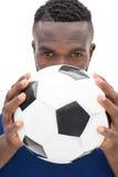 Fermez-vous vers le haut du portrait d'un joueur de football sérieux Photographie stock libre de droits