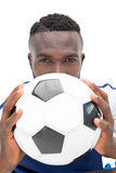 Fermez-vous vers le haut du portrait d'un joueur de football sérieux Photos libres de droits