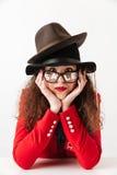 Fermez-vous vers le haut du portrait d'une femme réfléchie d'achats de vente Photo stock