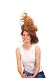 Fermez-vous vers le haut du portrait de jeunes belles femmes avec des cheveux vers le haut de g à la mode Photographie stock libre de droits