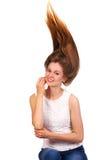 Fermez-vous vers le haut du portrait de jeunes belles femmes avec des cheveux vers le haut de g à la mode Photos stock