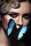 Fermez-vous vers le haut du portrait de la fille avec le beau maquillage Photo stock