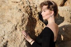 Fermez-vous vers le haut du portrait de la jeune femme élégante Image stock