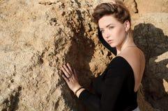 Fermez-vous vers le haut du portrait de la jeune femme élégante Photographie stock libre de droits