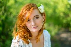 Fermez-vous vers le haut du portrait de la jeune mariée tendre - foyer mou Photo libre de droits