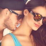 Fermez-vous vers le haut du portrait des couples de sourire heureux dans l'amour Photos stock
