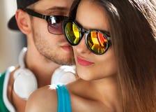 Fermez-vous vers le haut du portrait des couples de sourire heureux dans l'amour Photo libre de droits